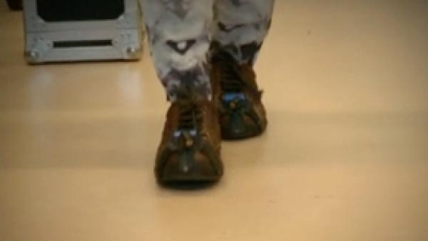 Estos zapatos con láser ayudan a caminar a pacientes con Parkinson