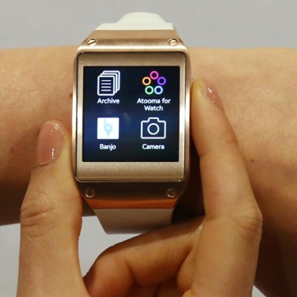 El reloj tiene una pantalla, pesa 73.8 gramos, y cuenta con memoria RAM de 512 MB.