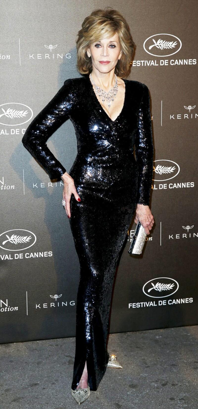 También durante el fin de semana pero para una cena de gala en la que fue reconocida, Jane lució este elegante y brillante atuendo.