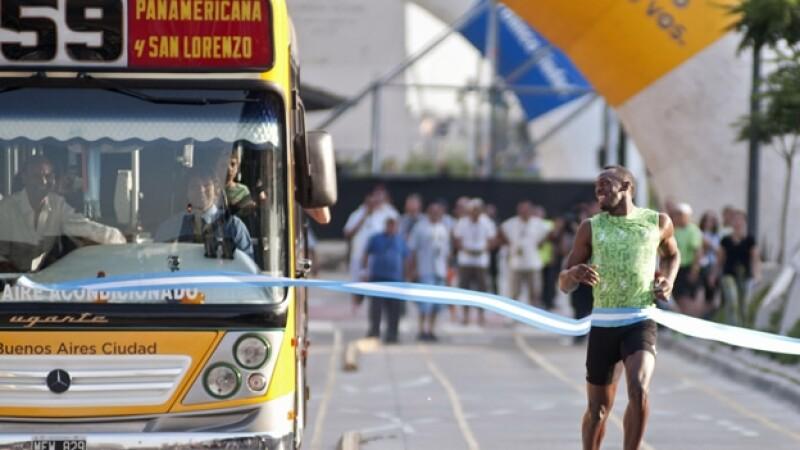 Usain Bolt competencia camion