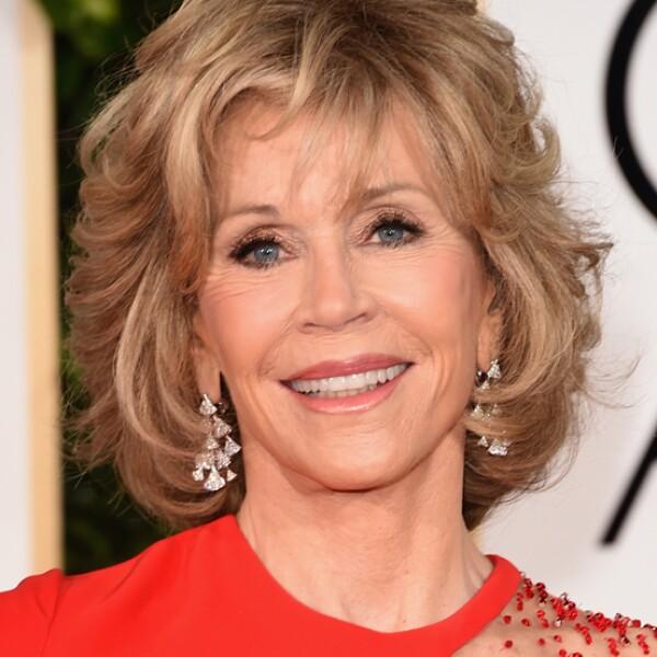 Jane Fonda eligió aretes en oro blanco con seis diamantes en corte redondo brillante y diamantes Pavé de Bulgari.