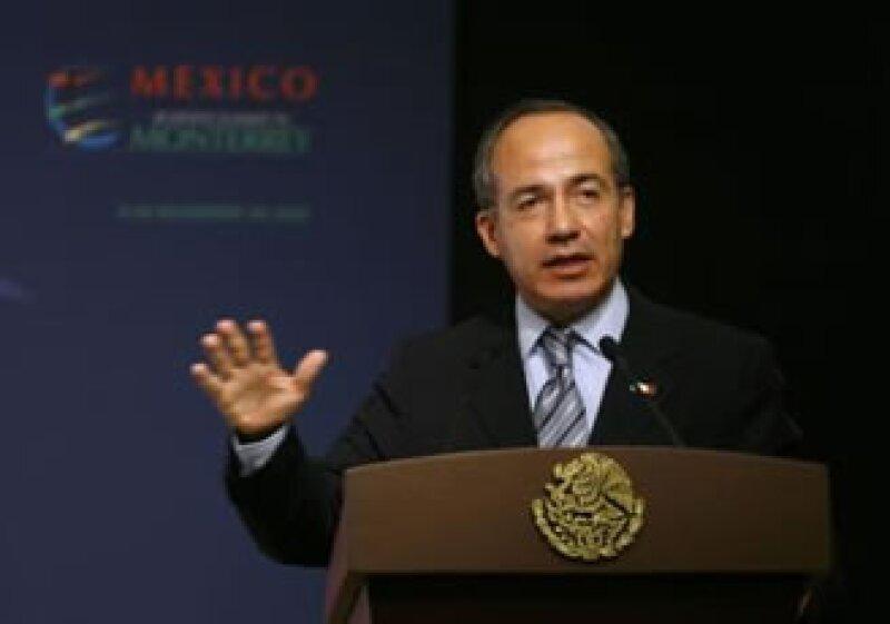 El presidente Felipe Calderón durante su participación en la Cumbre de Negocios de Monterrey. (Foto: Reuters)