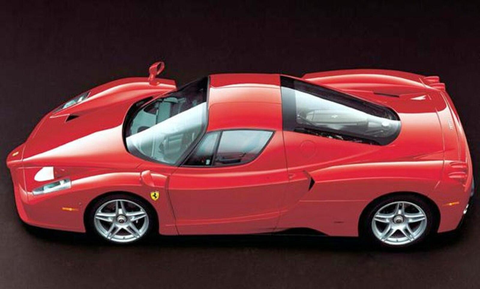Construido enteramente en fibra de carbón, este modelo es obra del diseñador japonés Ken Okuyama. El piloto Michael Schumacher estuvo involucrado en el desarrollo y puesta a punto de cada uno de los 400 autos que se fabricaron en dos años.