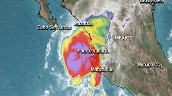 México se prepara para la llegada del huracán Willa