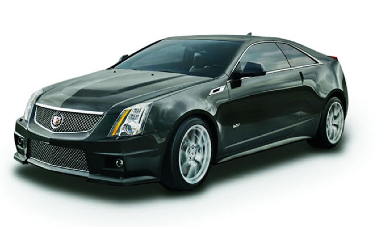 Motor: 6.2 l V8 supercargado, 556 Hp, y 550 lb/pie de torque. Tracción trasera. Llegará a México a final de 2010 o inicio de 2011.