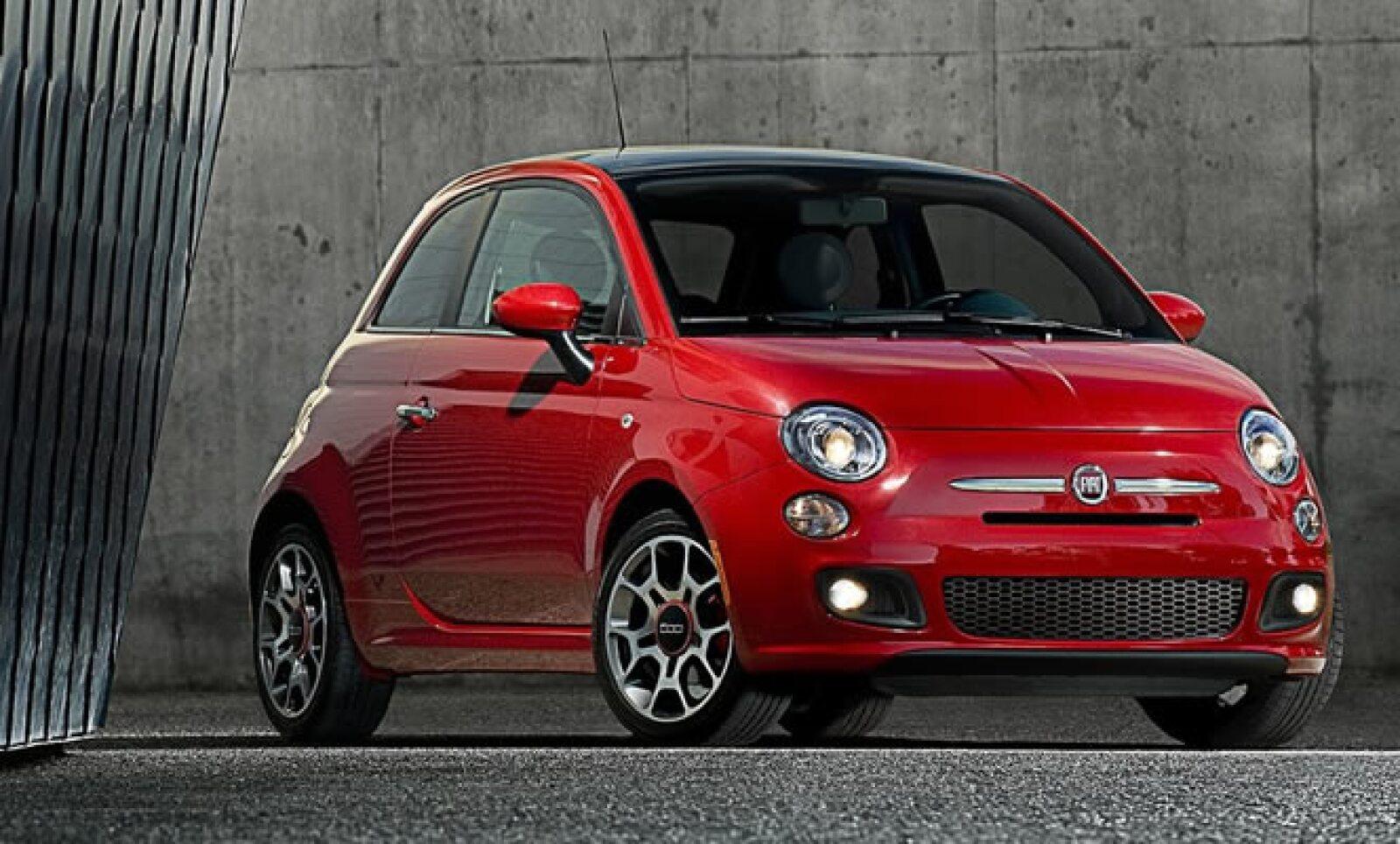 La automotriz italiana Fiat inicia la producción de su modelo '500' dentro de la planta de Chrysler en Toluca, Estado de México.