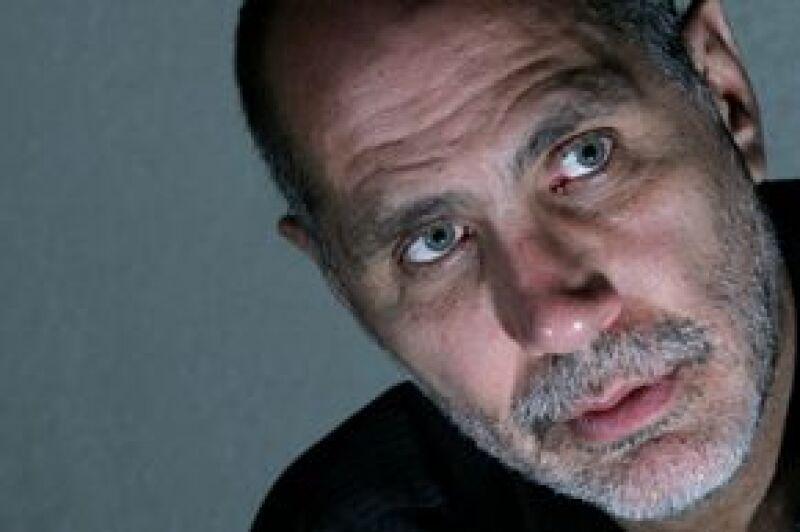 El guionista y cineasta mexicano oresenta en España la cinta Lejos de la Tierra Quemada.