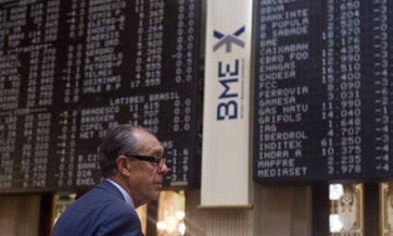 La venta corta es una manera usual de los inversores de apostar a la caída de los precios de las acciones. (Foto: AP)