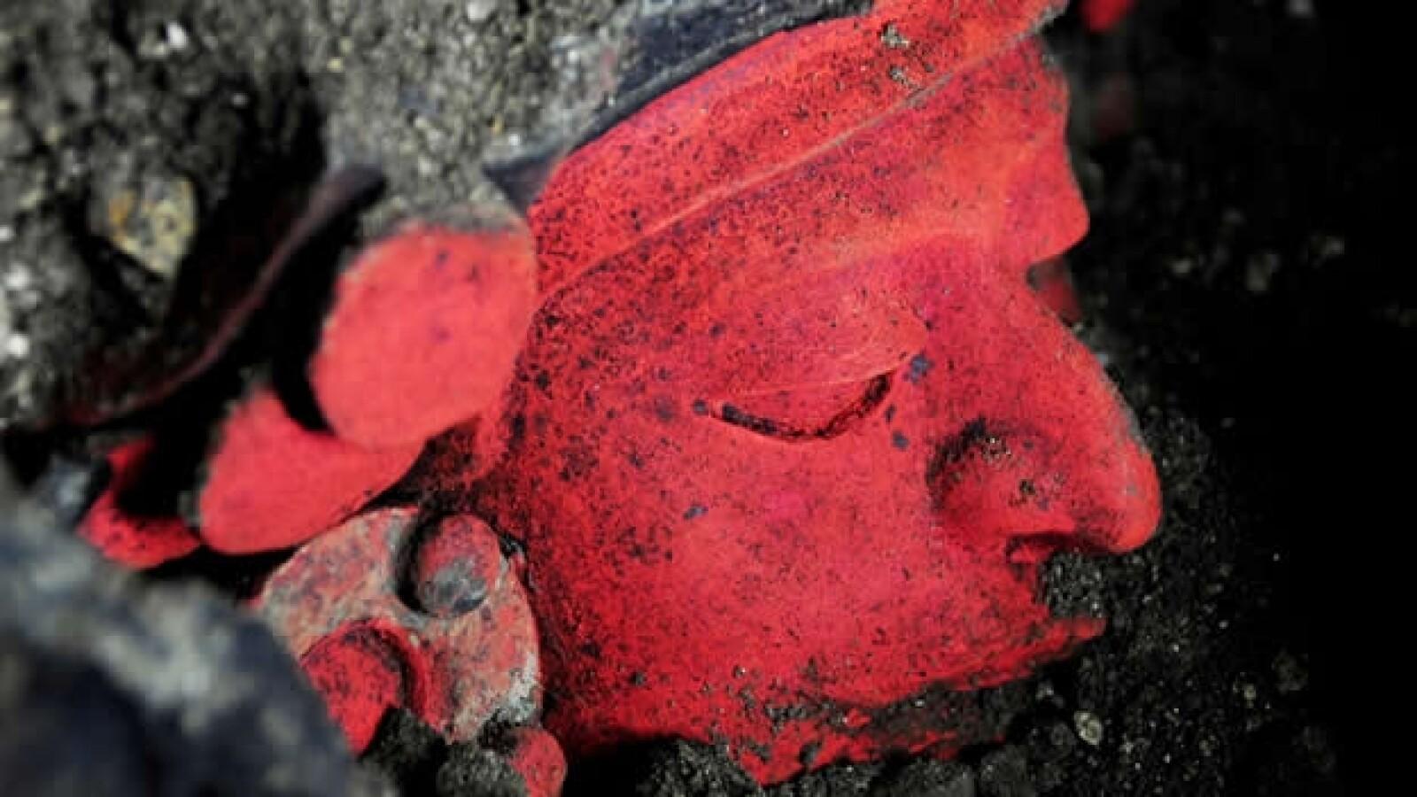 urna zapoteca con rostro humano