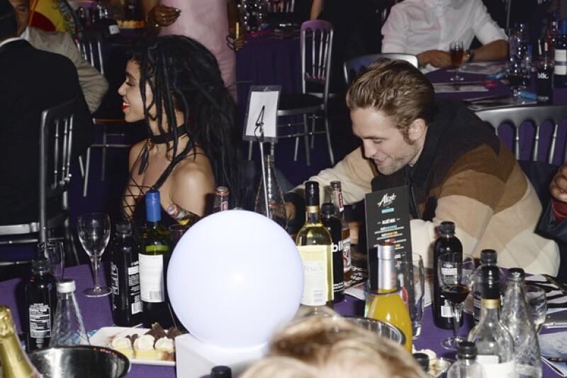 Muchos rumores giraron en torno a que había problemas entre ellos debido a la distancia, pero ahora todo ha sido disipado después de que la pareja reapareciera en los MOBO Awards en Londres.