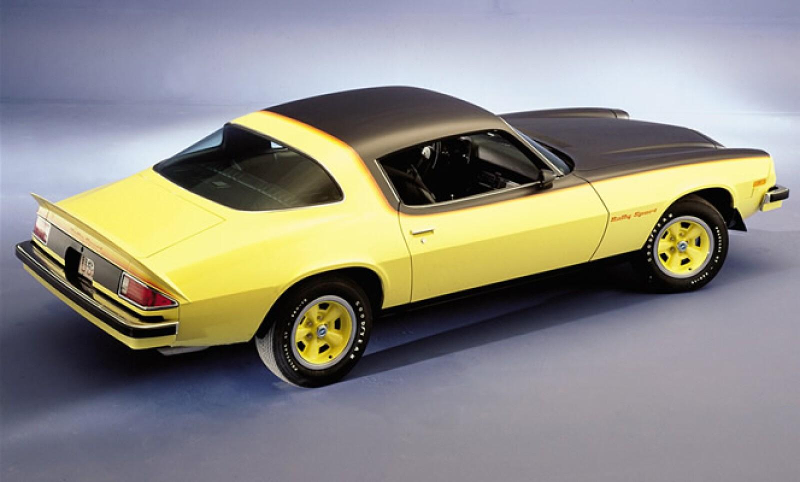 La primera generación de este vehículo salió a la venta en 1966, para competir directamente con el Ford Mustang. Estaba disponible en dos versiones, manual de 4 velocidades y automática de 3 posiciones.