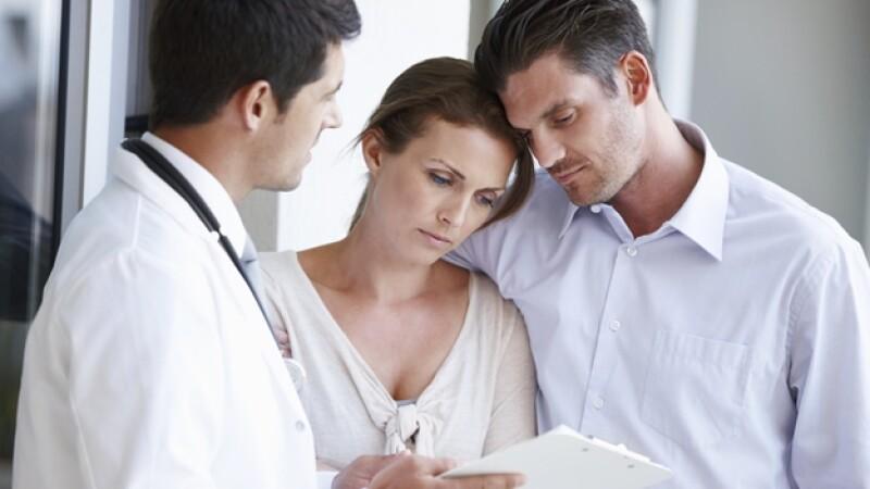 pareja cancer medico hospital enfermedad