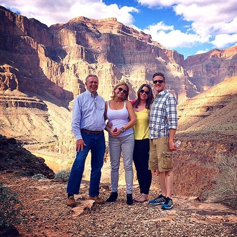 Durante los meses previos a su muerte Brittany (tercera de izquierda a derecha) y su familia viajaron a diferentes lugares de interés para ella.