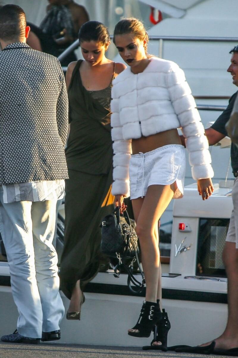 Selena y Cara llegaron juntas a una glamurosa fiesta en Saint-Tropez.
