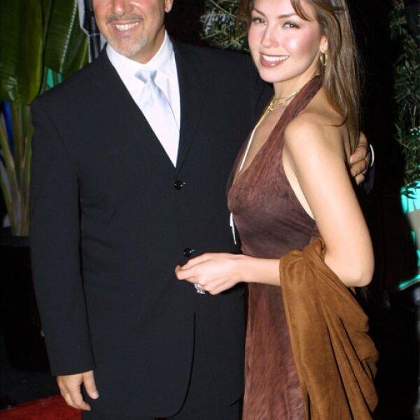 Todo comenzó con una cita a ciegas planeada por el productor Emilio Estefan, quien convenció tanto a Thalía como a Tommy para que se conocieran.
