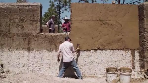 Así es como esta destilería sustentable en Oaxaca ayuda a construir casas