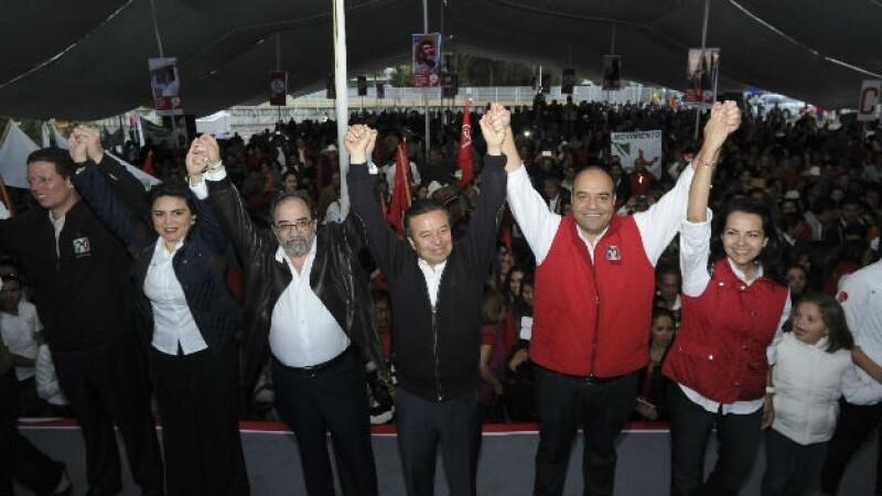 Roberto Loyola Vera se registró como precandidato del PRI a la gubernatura del estado. César Camacho, presidente nacional del PRI
