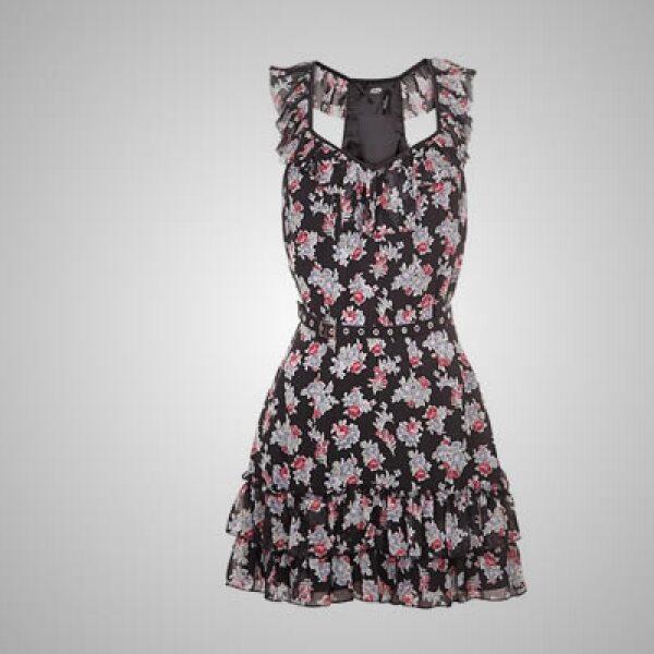 La colección para las mujeres está construida con piezas únicas de mezclilla, que se complementan con tops casuales, vestidos y suéteres de punto grueso.