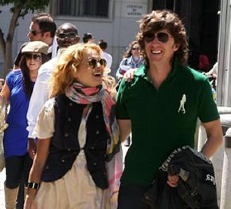 Durante el estreno del musical A de Nacho Cano en Madrid, La Chica Dorada aseguró que después de su nuevo disco llegará el primer niño con su esposo 'Colate'.