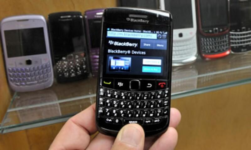 RIM ha perdido participacion de mercado ante el iPhone y los móviles con Android.  (Foto: Reuters)