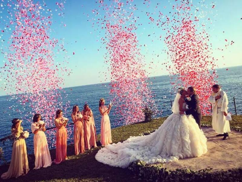 Con una cola kilométrica y una vista increíble, Giovanna se casó con el empresario sueco, Oscar Englebert.