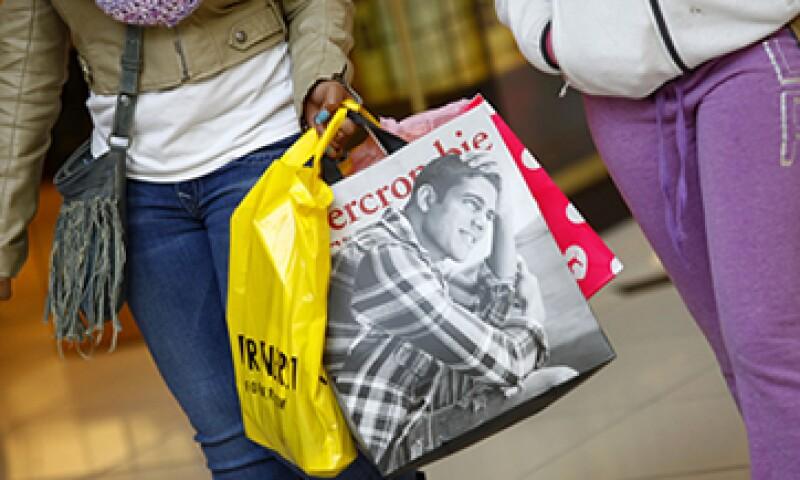 Los mejores descuentos en ropa llegan en enero. (Foto: Getty Images )