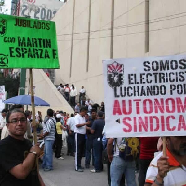 El lunes trabajadores electricista protestaron en apoyo a Martín Esparza en Insurgentes y Antonio Caso después de haber sido negado el reconocimiento por La Secretaría del Trabajo y Previsión Social.