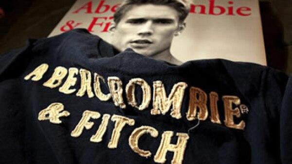 Según reportes, Abercrombie destruye sus existencias dañadas en vez de donarlas (Foto: AP)