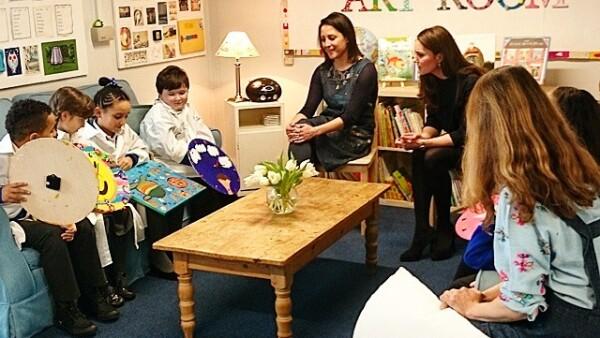 Kate Middleton fue calurosamente recibida esta semana en una escuela primaria en Barlby, Inglaterra.