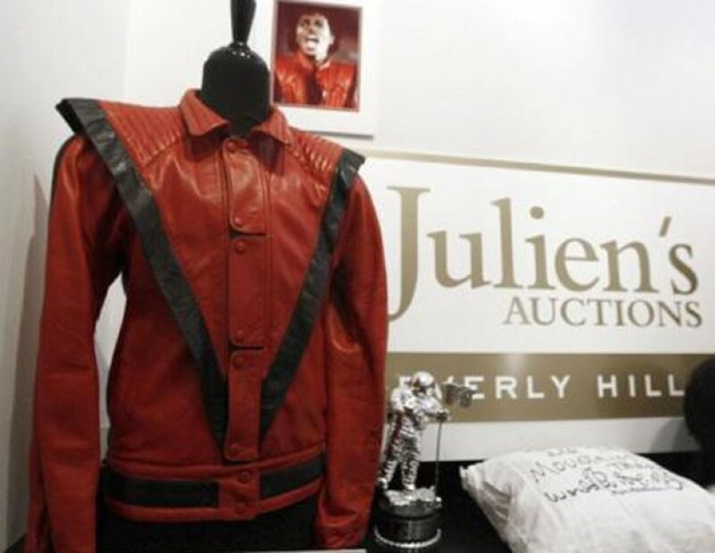 La famosa chamarra de Michael se vendió en casi dos millones de dólares.