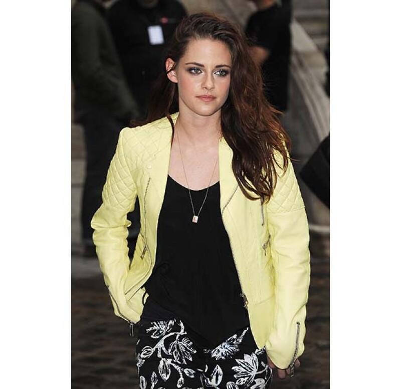 Fue durante un concierto en beneficio de las víctimas del Huracán Sandy que la actriz accedió a sentarse con el príncipe a cambio de una fuerte suma de dinero que se destinó a la causa.