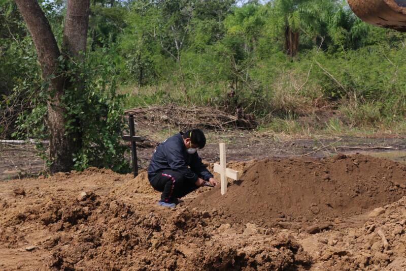 Este cementerio improvisado en Beni, en la Amazonía boliviana, se hizo exclusivo para las víctimas de Covid19. Crédito: Ricardo Gutiérrez