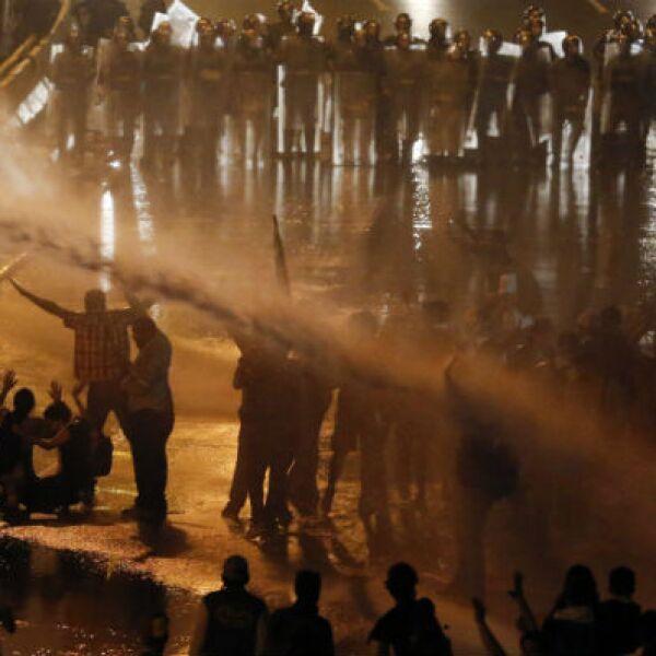 Maduro dijo que no toleraría más disturbios y convocó a una gran marcha por la paz para este sábado.