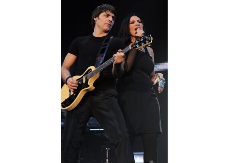 La cantante italiana de 38 años anunció el viernes el nacimiento de su hija Paola; tanto ella como su esposo Paolo Carta están muy felices por la llegada de la pequeña.