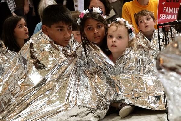 Qué pasará con los niños inmigrantes detenidos en EU?