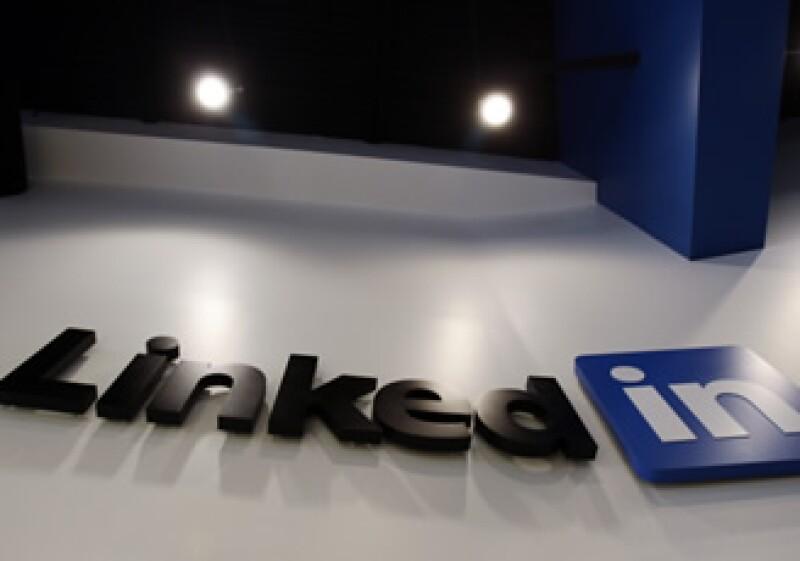 LinkedIn creció en los años en que nadie creía que Apple tuviera la intención de crear un celular. (Foto: AP)