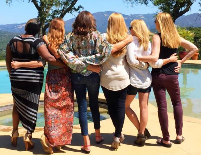 Caitlyn Jenner se fotografía junto a sus amigas transgénero, además Brooklyn Beckham y Ariana Grande ¿juntos? y Luis Gerardo Méndez con las estrellas de Netflix. Esto y más hoy en ¿quién posteó qué?