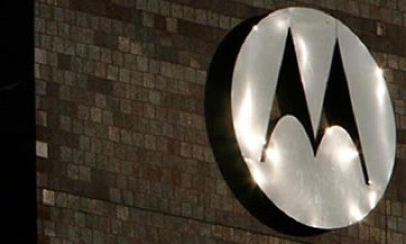 Motorola Mobility dijo que retira sin prejuicio una demanda contra Apple por la supuesta violación de siete patentes de Motorola. (Foto: Reuters)