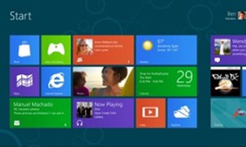 El escritorio tradicional de Windows ha sido reemplazado por un menú de cuadros de colores.  (Foto: Cortesía Fortune)