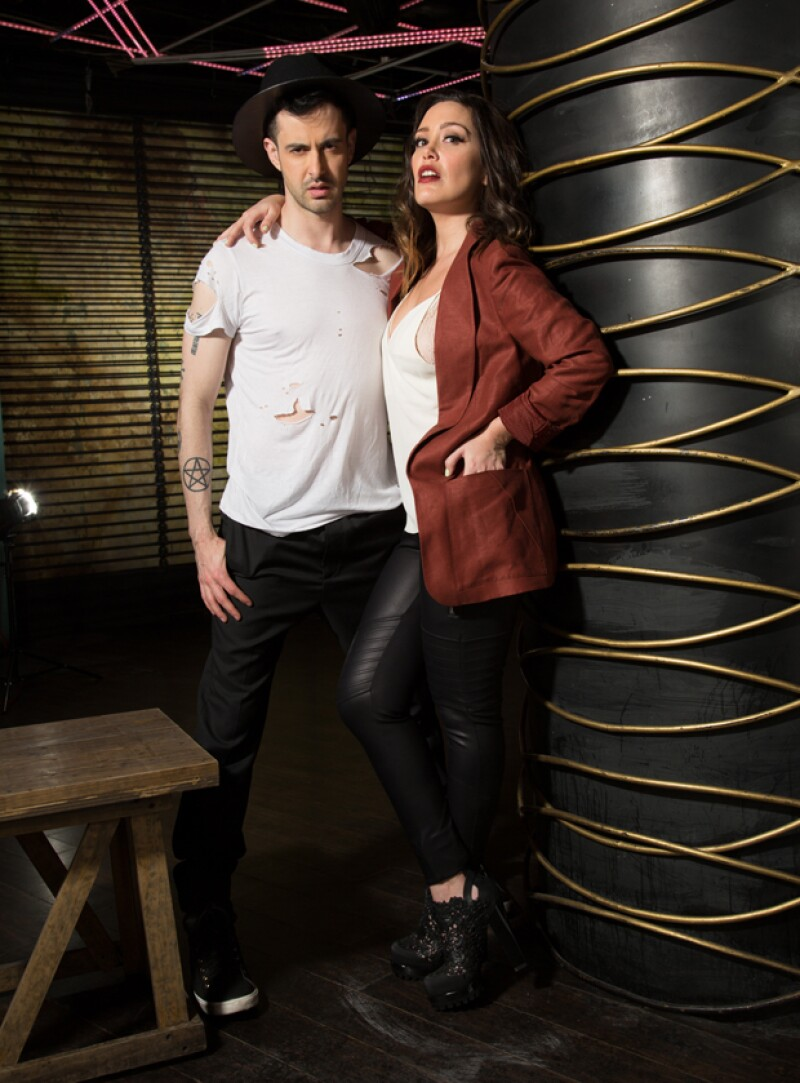 Juanjo y Carla están por estrenarse como co-conductores en Live From E!. Una mesa redonda donde discuten lo más relevante de la cultura pop.