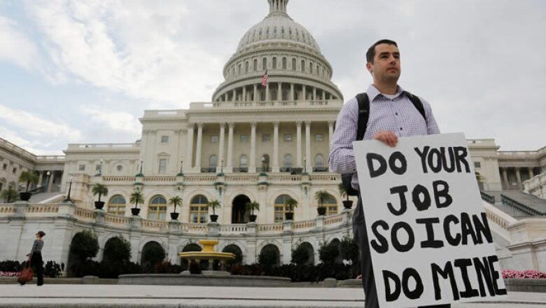 """La paralización de la administración era """"completamente evitable"""" según el presidente Barack Obama, quien dijo a los empleados del Gobierno que intentaría convencer al Congreso de que vuelva a sesionar lo antes posible."""