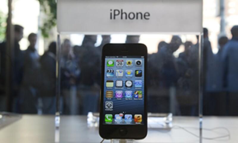 La nueva versión del iPhone es 20% más liviana y 18% más delgada que su predecesor. (Foto: AP)