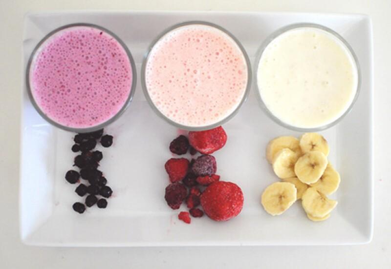 Aunque no pueda parecerlo, tomar un smoothie o tomar un jugo en tu ritual mañanero sí hace una diferencia en tu cuerpo. ¿Sabes cuáles son sus pros y sus contras?
