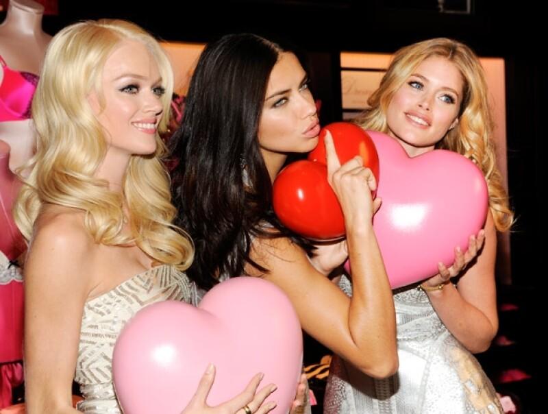Las modelos Lindsay Ellingson, Adriana Lima y Doutzen Kroes presentaron lo nuevo en lencería para el 14 de febrero, además compartieron anécdotas de su primer beso.