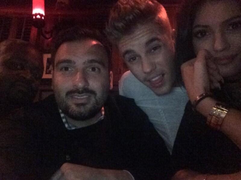 La menor de las hermanas Jenner retomó su vida social californiana este lunes a su regreso de la boda de Kim Kardashian, en compañía de Justin Bieber en un club nocturno de West Hollywood.