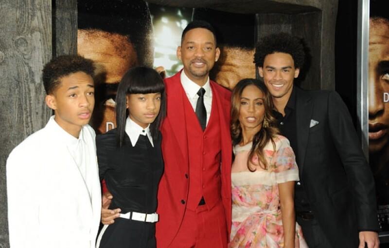 La pareja procreó dos hijos, Jaden y Willow de 15 y 12 años respectivamente. En la imagen junto a Willard Smith III, producto del primer matrimonio del actor