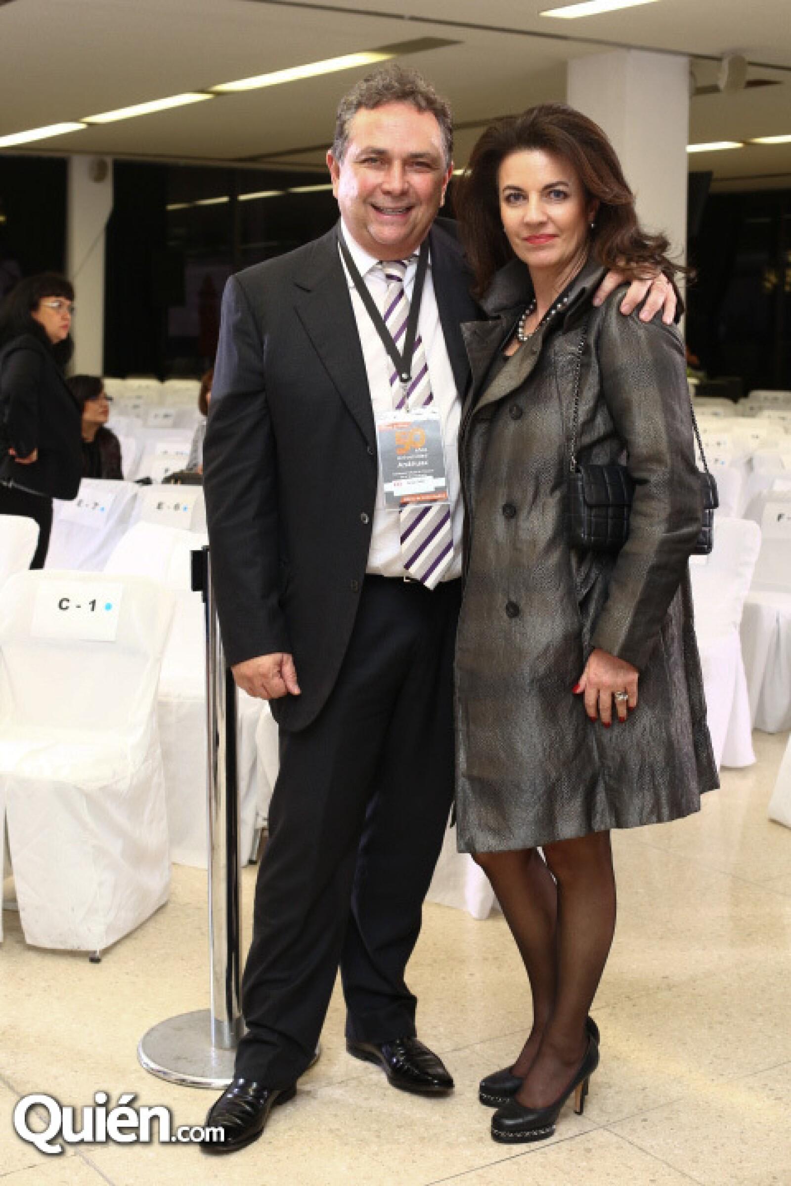 Carlos Cabal Peniche y Teresa Caba.l