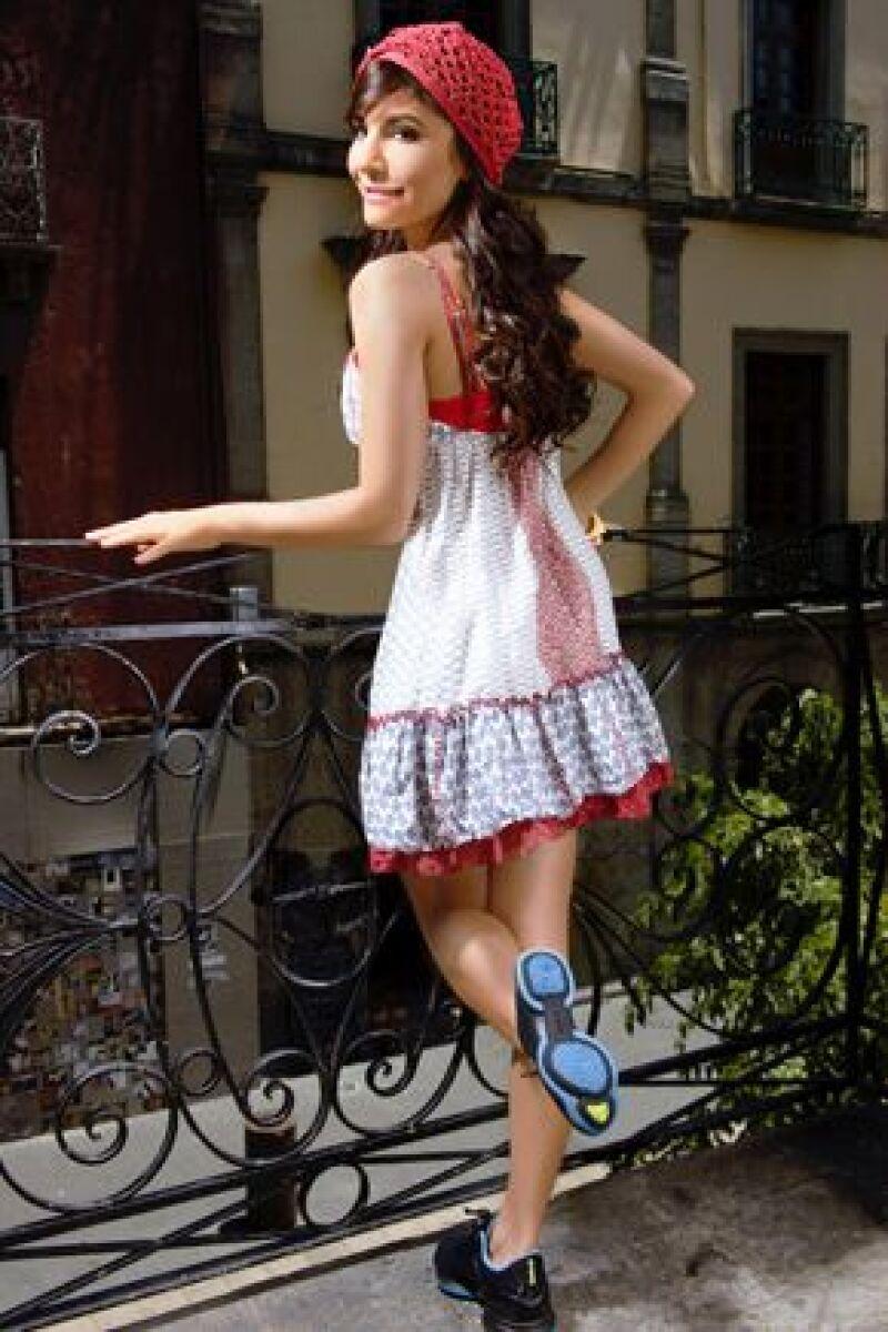 Con sólo caminar, los Easytone, tenis que promociona la actriz, ayudan a tonificar en 11% los músculos clave de los bíceps femorales, 11% las pantorrillas y en 28% las pompas.