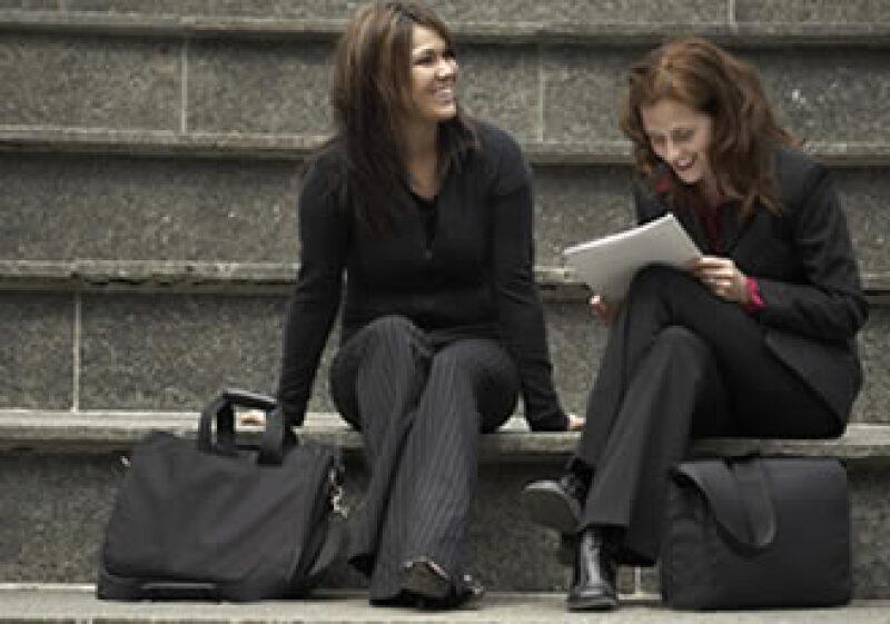 Es posible crear una relación cercana en el ámbito laboral siempre y cuando se respete el trabajo del otro. (Foto: Jupiter Images)