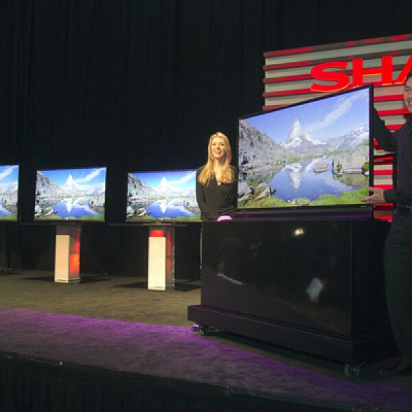 El Consumer Electronics Show (CES) arrancó en Las Vegas, Nevada, donde Sharp presentó su nueva serie de televisores Aguos 8 LED Smart 3D, que prometen una gran resolución de imagen.